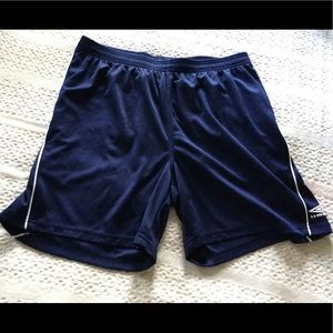 Umbro elastic waist athletic shorts sz L